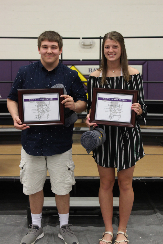 Marx and Seifert Honored at Athletic Banquet