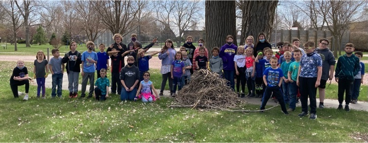 First Grade and 6th grade helped Earth by cleaning the a portion of the park today! We ❤️ our planet!
